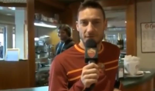 VIDEO. Francesco Totti e gli auguri in francese all'allenatore Garcia