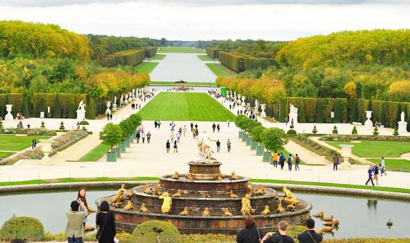 Vista sui giardini davanti alla fontana di Latona