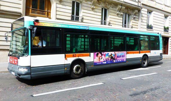 Visitare Parigi con un bus di linea: 4 ottimi percorsi turistici veramente low-cost