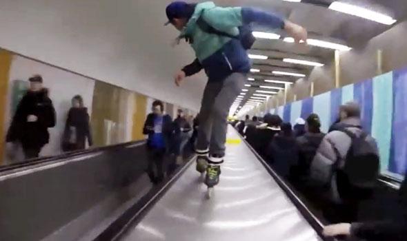 Acrobazie sui pattini nella metro di Parigi