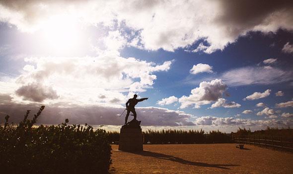 Statua del corsaro Surcouf