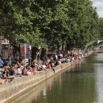 Il canale Saint-Martin, luogo di ritrovo dei giovani parigini