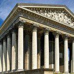 La chiesa della Madeleine, imponente tempio neoclassico a Parigi