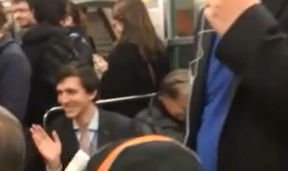 VIDEO. L'autista della metro di Parigi canta per intrattenere i passeggeri