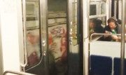 VIDEO. Una metro di Parigi circola con le porte aperte