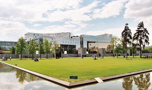 L'incantevole e futuristico parco André-Citroën a Parigi