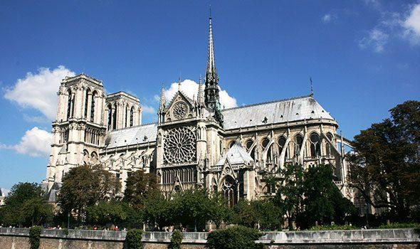 I 5 capolavori in stile gotico da ammirare a parigi for Casa di architettura gotica