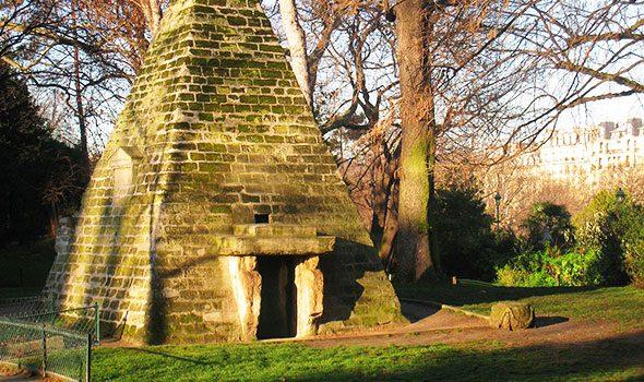 La misteriosa Piramide del Parco Monceau a Parigi
