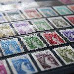 "Il mercatino dei francobolli a Parigi, un'atmosfera ""vintage"" a due passi dagli Champs-Elysées"
