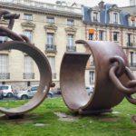 La Piazza dei Dumas e le catene spezzate di Parigi