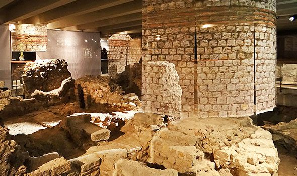 La Cripta Archeologica di Notre-Dame a Parigi, un tesoro nascosto sotto l'Île de la Cité