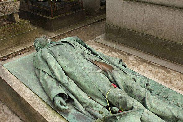 statua-victor-noir-parigi