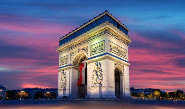 L'Arco di Trionfo, il monumento che domina gli Champs-Elysées a Parigi