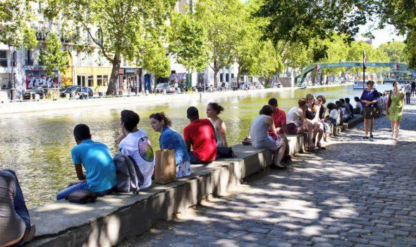 """Il Canale Saint-Martin di Parigi, luogo di ritrovo dei giovani """"bohémien"""""""